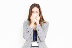 花粉症の女性